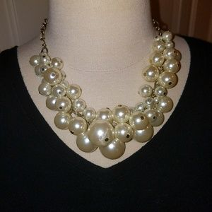 Costume jewelry chunky pearl necklace